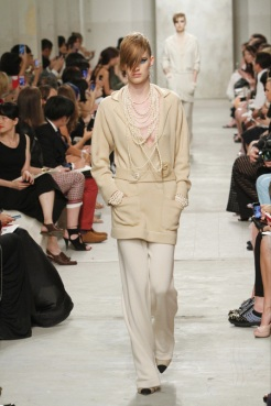 CHANEL resort 2014 Singapore - Beige pants and top