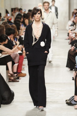 CHANEL resort 2014 Singapore - Black pants and top