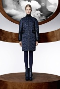 la_collection_moncler_m_par_mary_katrantzou__disponible____partir_du_mois_d_ao__t_dans_les_boutique_moncler____travers_le_monde_320002374_north_545x.1